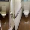大阪府豊中市へトイレの入替と壁紙の張り替えにお伺いさせて頂きました。